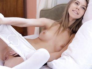 Beauty Masturbates To Aroused Her Boyfriend