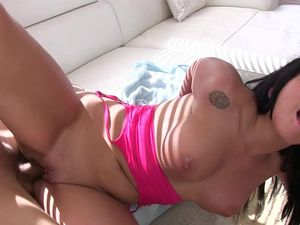 Fucking A Latina Seductress Makes The Pool Guy Cum