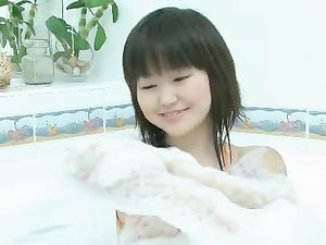 Asian 18 Year Old Rubs Her Clitty In The Tub
